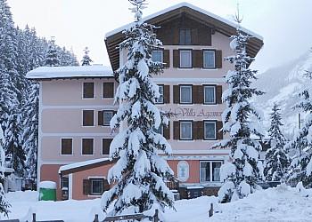 Hotel 2 stelle a Canazei (**) a Penia di Canazei. Panoramica