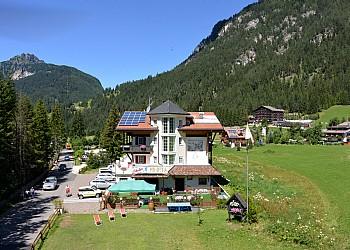 3 stars Hotels in Canazei (***) in Canazei. garden