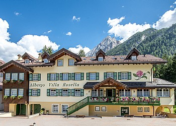 Hotel 3 stelle a Canazei (***) a Canazei. Hotel Villa Rosella di Alba di Canazei