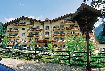 Hotel 3 stelle Superior a Canazei (***S) a Canazei - Esterne - ID foto 345