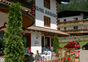 3 stars Superior Hotels in Canazei (***S) in Canazei - External - Photo ID 95