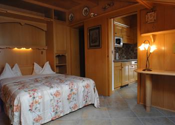Residences a Moena. stanza da letto