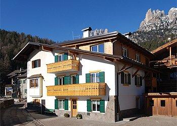 Апартаменты Pera di Fassa: Ciasa Bruno Bernard - Silvano Bernard