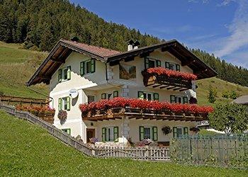 Bytě - San Giovanni di Fassa - Pera - Zvenčí - v létě - Photo ID 1530