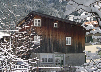 Apartment in Canazei. Tobià de Vale Dolavila Str. n 30 and n 52 Canazei Perfekt for winter sajon the distance for the cable car /lift is only 100 meters and camback from slopes almost under home.  Beautifull in sommer for quiet zone not far from the center.