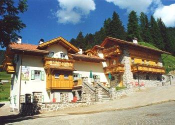 Bytě - San Giovanni di Fassa - Vigo  - Zvenčí - v létě - Photo ID 166