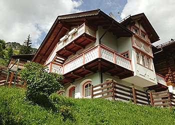 Apartment in Campitello di Fassa. Guest house with view of the garden at your disposal