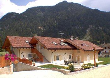 Residence - San Giovanni di Fassa - Pera. Neue House mit Garten (800 qm) mit  Kinder spiele.