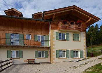 Apartmaji Vigo di Fassa: Appartamenti Deluca