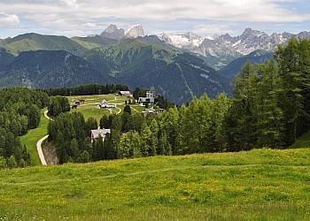 Servizi a San Giovanni di Fassa - Vigo. Centro Escursioni Catinaccio Rosengarten  Altopiano del Ciampedie Vigo di Fassa