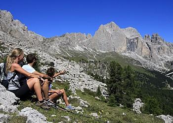 Servizi a San Giovanni di Fassa - Vigo . Centro Escursioni Catinaccio Rosengarten
