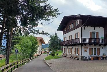 Bytě - San Giovanni di Fassa - Vigo  - Zvenčí - Photo ID 2501