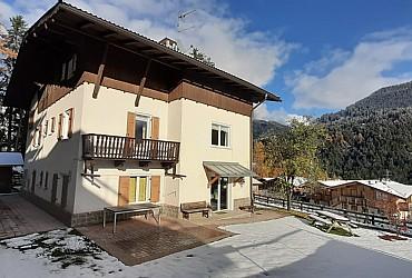 Bytě - San Giovanni di Fassa - Vigo  - Zvenčí - v zimě - Photo ID 2781