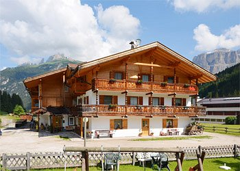 Apartment in Canazei. Plunged in the green of a beautiful mountain scenary, that only the Dolomites in Val di Fassa can offer, House Ciasates is a meeting point for guests who recognize the value of an incomparable stay.  Parking place:discounts for wellness center.Next to the skibus stop.300 meters away from the lifts and from the ski school.  NEW SUMMER 2007 FITNESS-ROOM