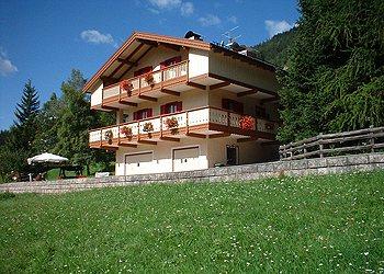 Bytě - San Giovanni di Fassa - Pozza - Zvenčí - v létě - Photo ID 323