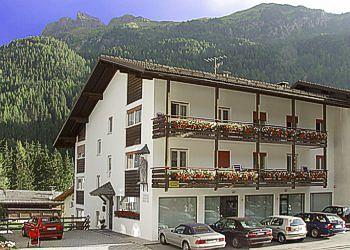 Apartmaji Canazei: Appartamenti Kristiania - Famiglia Dezulian