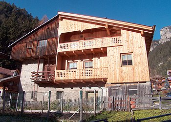 Apartment in Mazzin di Fassa. THE HOUSE IS LOCATED IN A SUNNY AND PEACEFULL POSITION, THE IDEAL SOLUTION IF YOU'RE SEEKING A RELAXING HOLIDAY. 