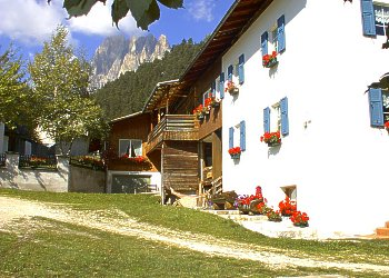 Appartamento a San Giovanni di Fassa - Pera. La casa è situata in una posizione tranquilla e soleggiata nel centro storico di Pera chiamato