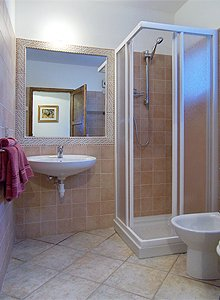 Apartment in Penia di Canazei. Bathroom with shower and washing machine.