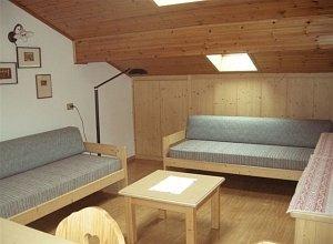 Appartamenti cesa maria mountain hospitality famiglia for Mansarde arredate