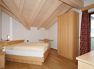 Apartment in Soraga. Other bed-room with a bed in angular displacement. Warm duvet on the beds.