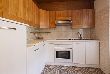 Apartment in Moena. Kitchnette with fridge, oven and dish-washer.