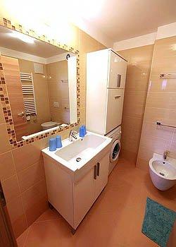 Appartamenti casa dino dino davarda canazei for Case con alloggi separati