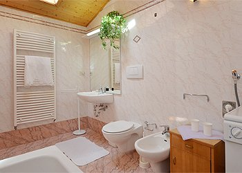 Apartment in Canazei. Second Bathroom with bath