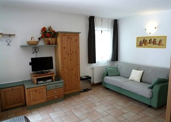 Residences in San Giovanni di Fassa - Pera. Flat nr. 2: livingroom with satellit t.v.