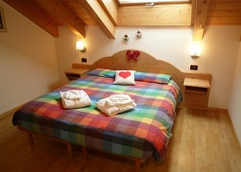 Residences in San Giovanni di Fassa - Pera. Flat nr. 3: bedroom with doublebed