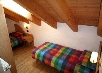 Residences in San Giovanni di Fassa - Pera. Flat nr. 4: 2nd bedroom with 2 singolbeds.