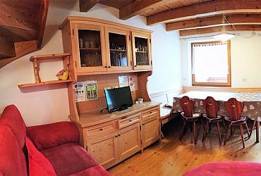 Appartamenti appartamenti gabrielli linda mazzin for Piani di appartamento garage due camere da letto