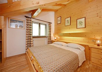 Apartment in Canazei. Double room with window to the woods.