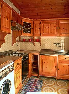 Apartment in Moena. Cookarea with gas, oven, fridge and washmachine.